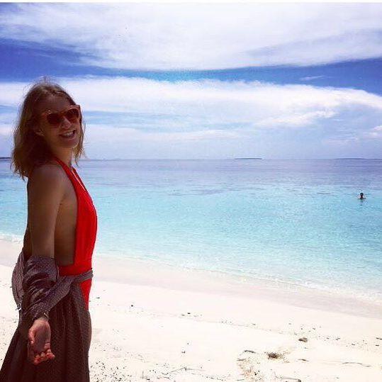Певица Глюкоза полностью разделась во время отдыха на Мальдивах