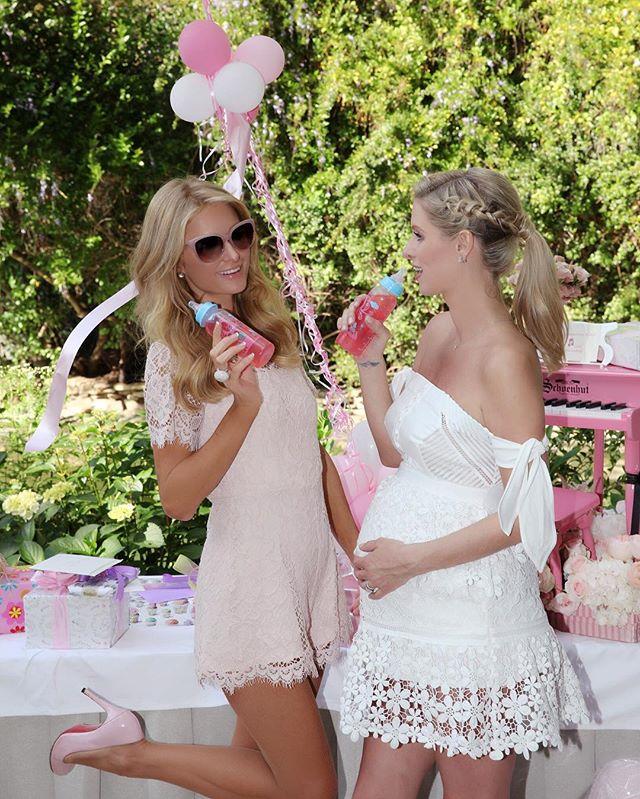 Ники Хилтон организовала вечеринку в честь скорого рождения малыша