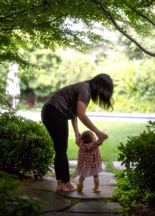 Первые шаги: Марк Цукерберг поделился трогательным фото малышки-дочери