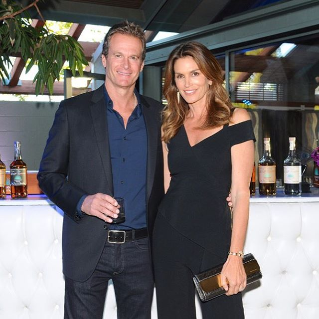 Идеальная пара: муж Синди Кроуфорд поделился стильным фото с красавицей-женой