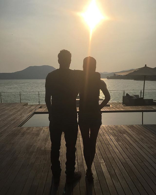 Наполненная любовью: Виктория Бекхэм опубликовала романтичное фото с супругом