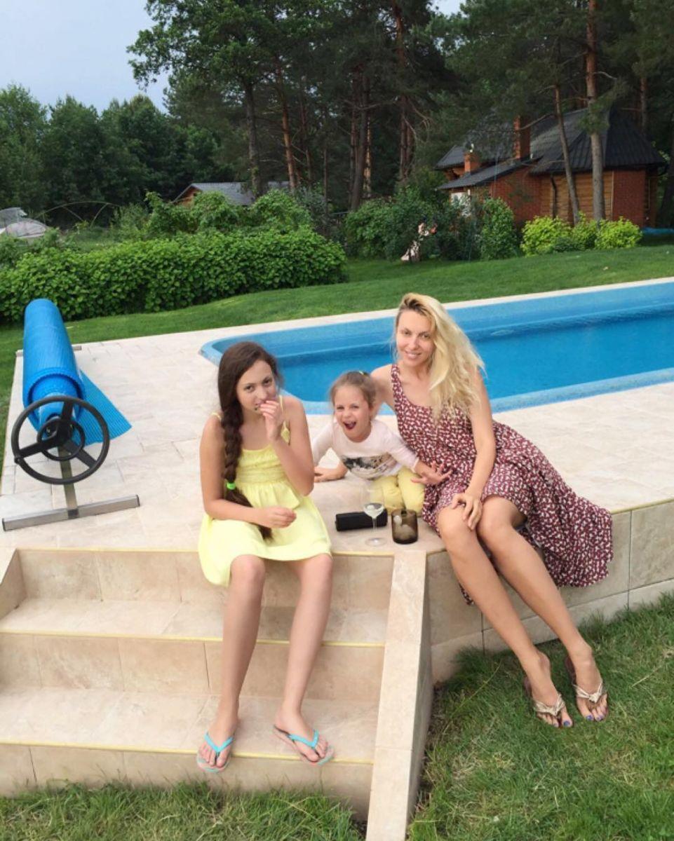 Оля Полякова показала своих дочерей