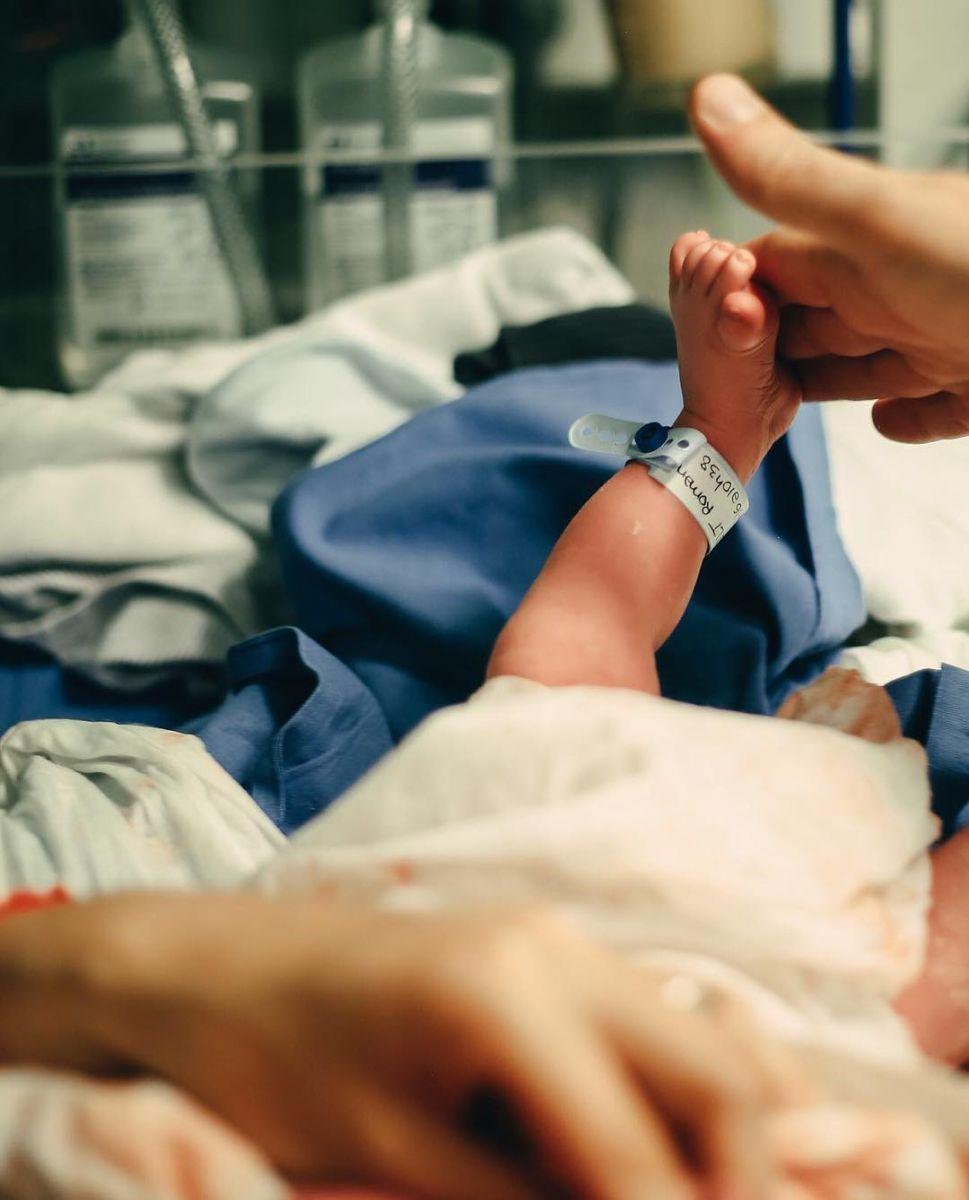 Наталья Водянова поделилась снимком новорожденного сына Романа