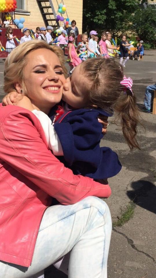 Маленькая украинка: Лилия Ребрик опубликовала фото дочери в вышиванке и венке