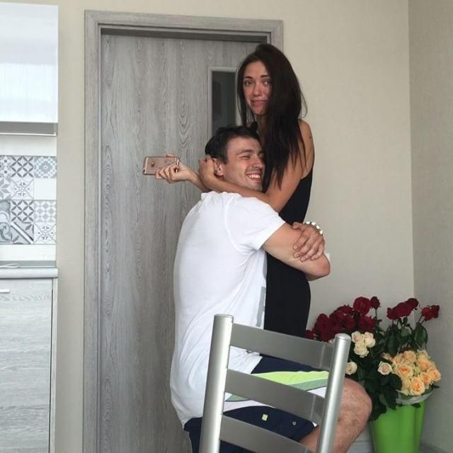 """Свадьбы не будет: Вика из """"Неангелов"""" рассталась со своим женихом"""