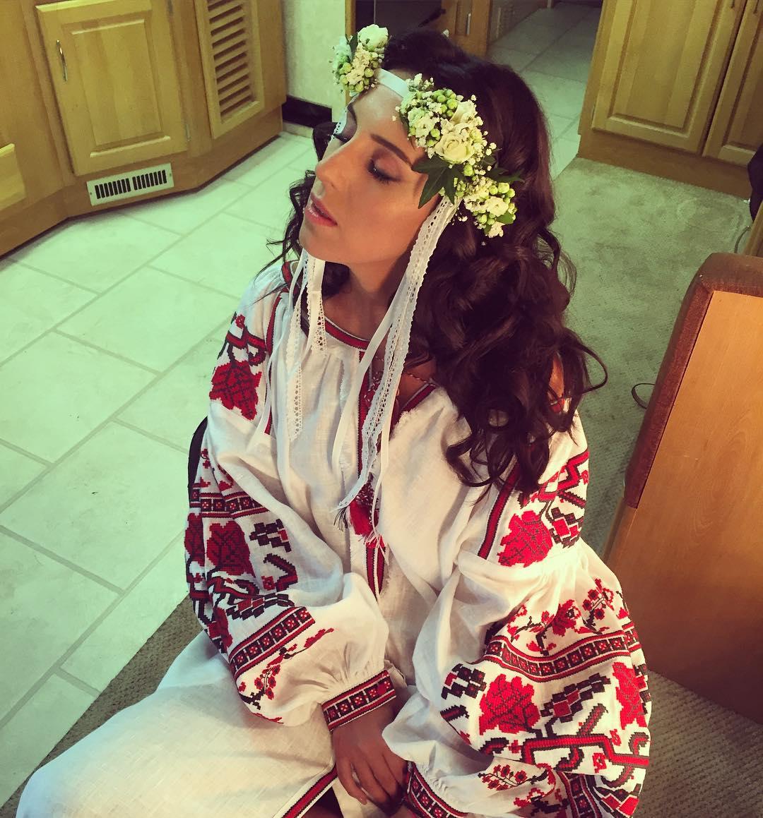 Джамала вышла на сцену Alfa Jazz Fest в модном платье-вышиванке