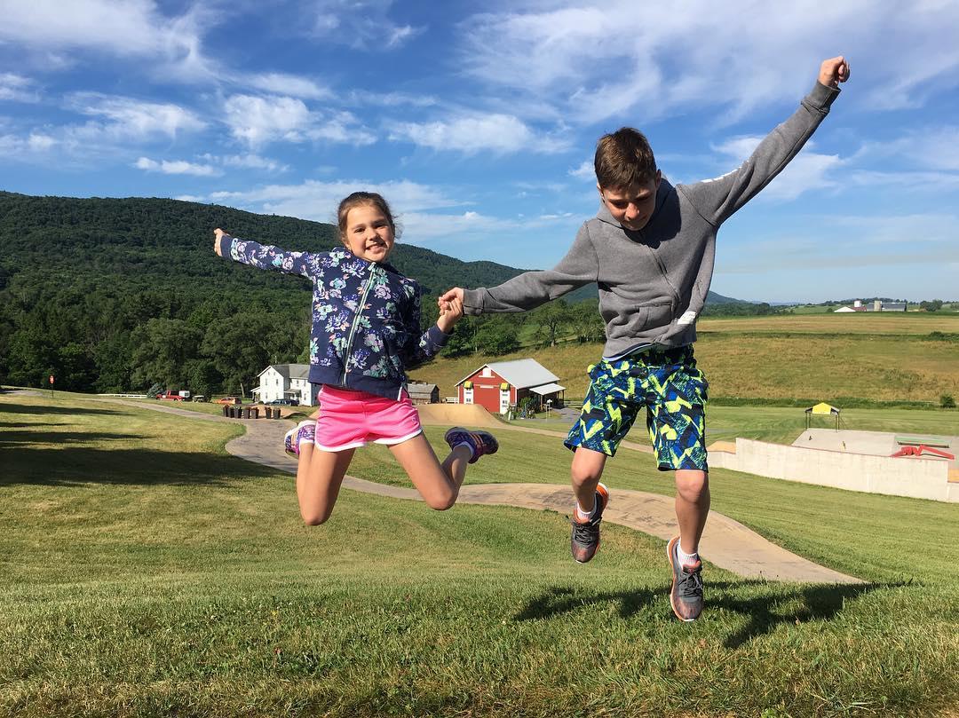 Лилия Подкопаева проводит лето с детьми в Пенсильвании