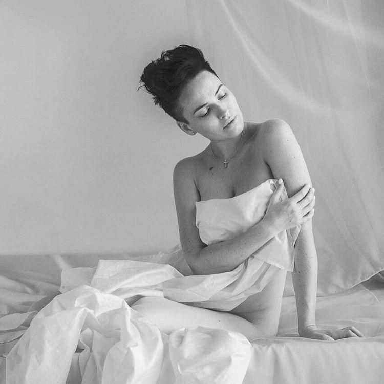 Даша Астафьева поделилась архивными снимками с длинными волосами