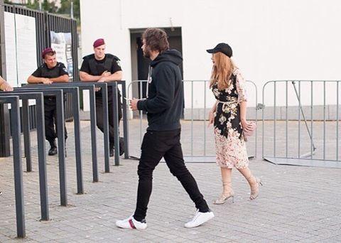 Замаскированная Тина Кароль сходила на стадион в Киеве