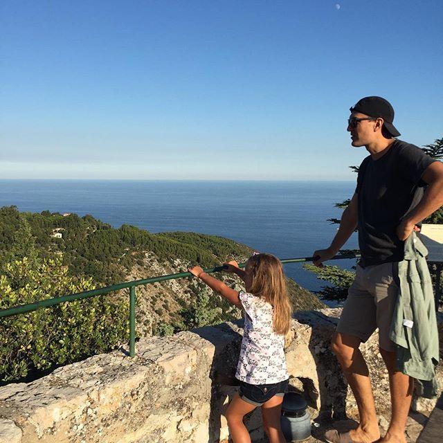 Кристина Орбакайте поделилась подробностями своего семейного отпуска во Франции