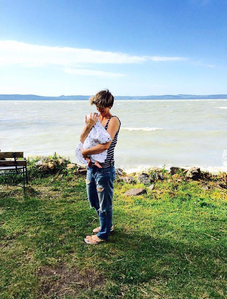 Анита Луценко путешествует по Европе с 2-месячной дочерью