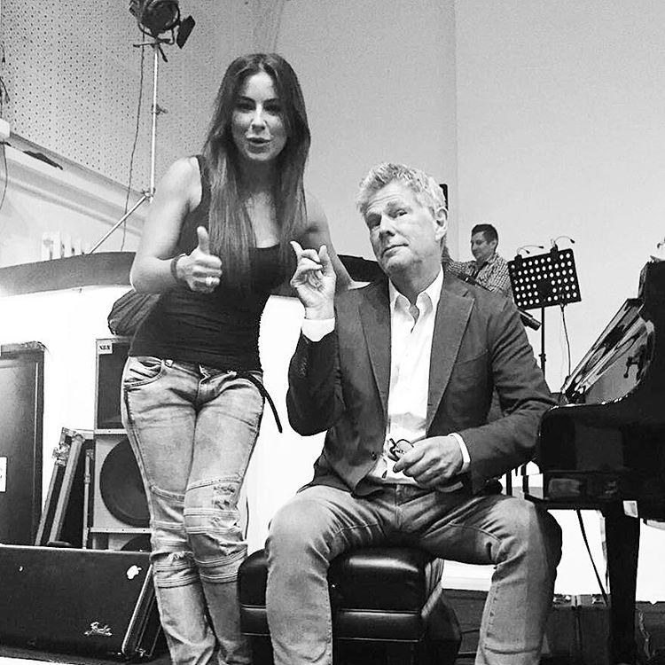 Ани Лорак спела под аккомпанемент американского продюсера