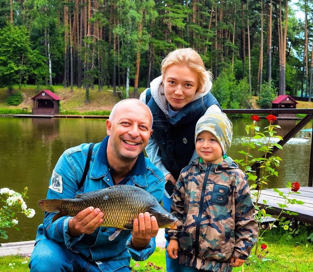 Оксана Акиньшина впервые показала своего младшего сына