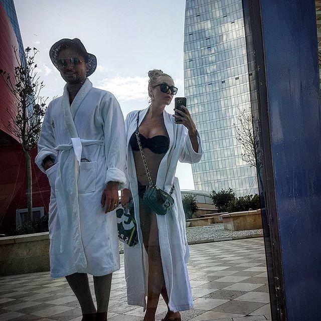 """Сексуальная Слава из """"Неангелов"""" соблазняет идеальной фигурой в бикини"""