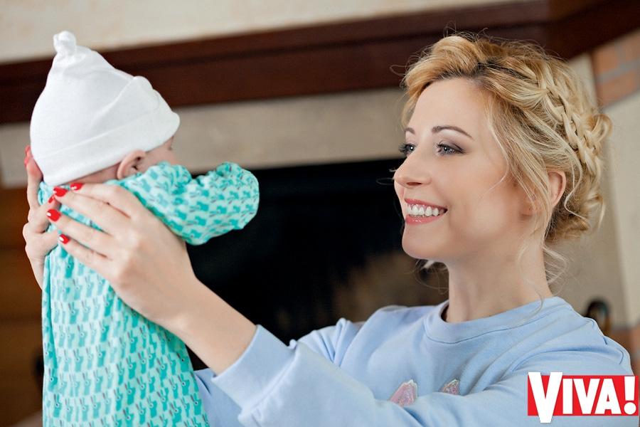 Тоня Матвенко впервые показала новорожденную дочь