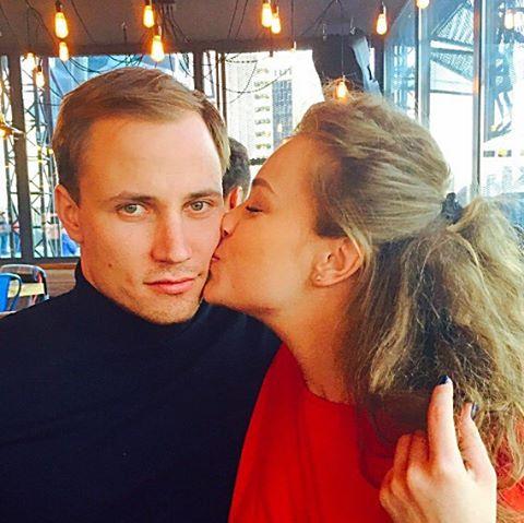 Яна Соломко и ее муж отметили дни рождения в гавайском стиле