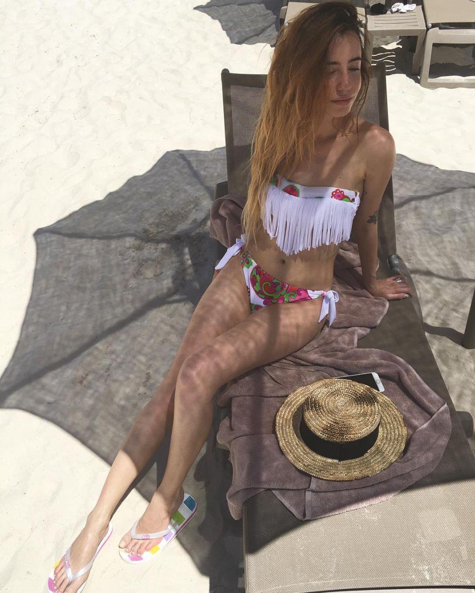 Надя Дорофеева восхитила поклонников стройной фигурой в купальнике