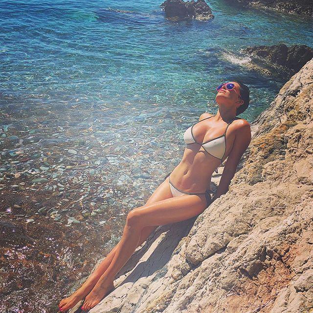 Даша Астафьева отдыхает в компании таинственного незнакомца