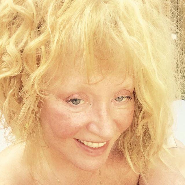 Стильно и со вкусом: Алла Пугачева порадовала поклонников новой причёской