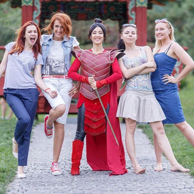 Анна Завальская стала мужественной Мулан в новой фотосессии