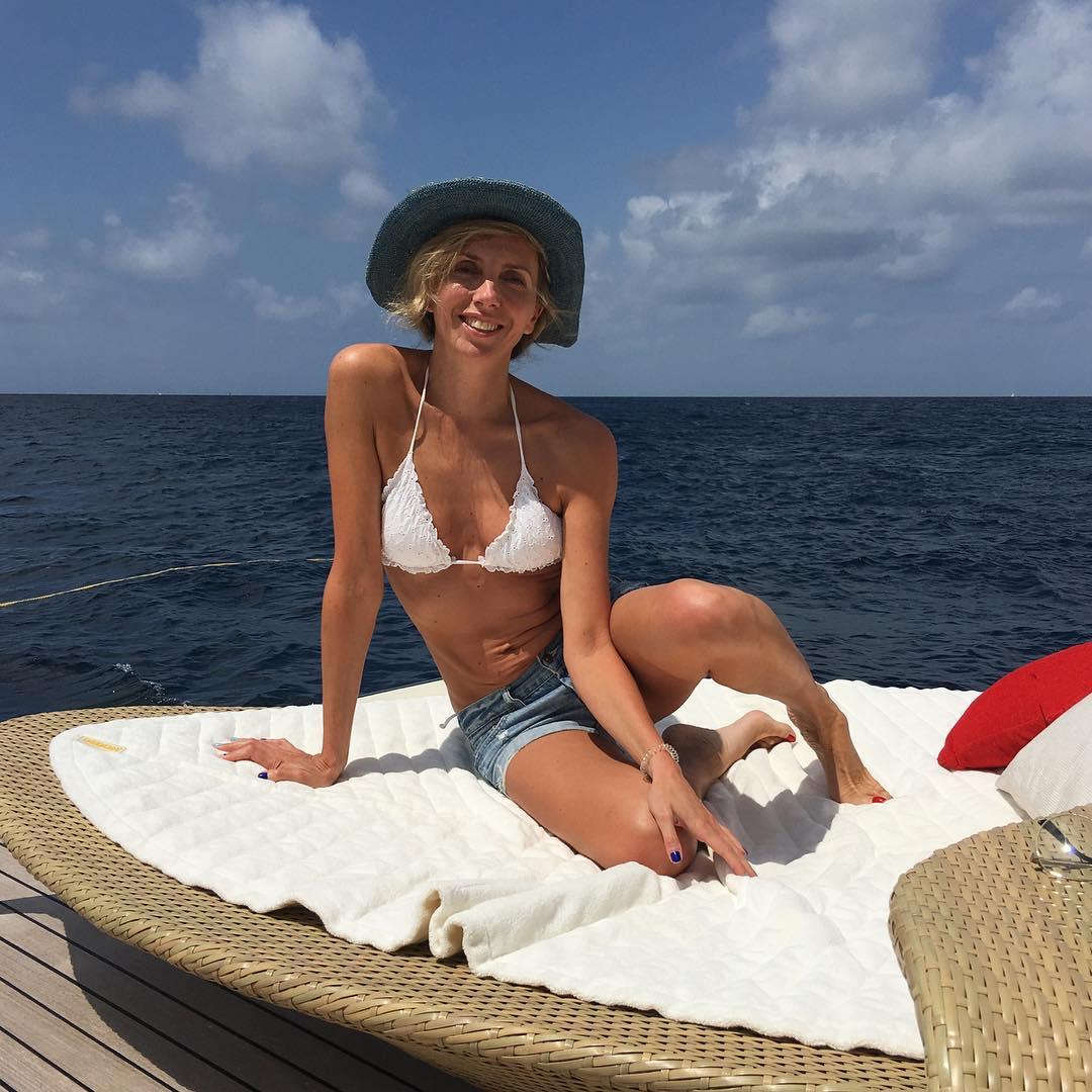 47-летняя Светлана Бондарчук обворожила подписчиков снимками в бикини