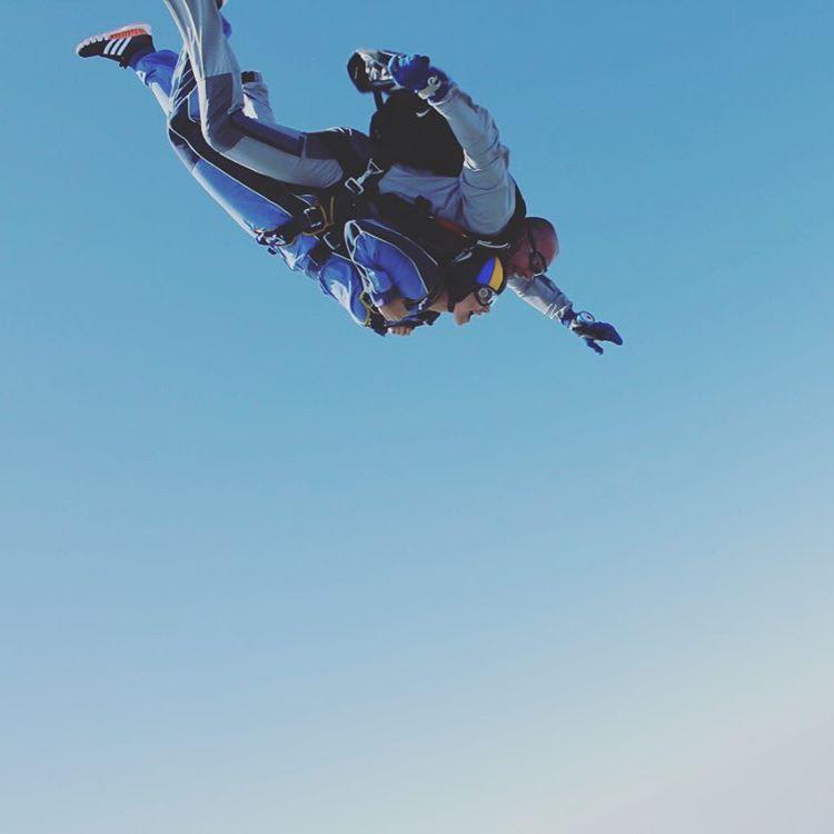 Настя Каменских показала свое злосчастное приземление с парашютом