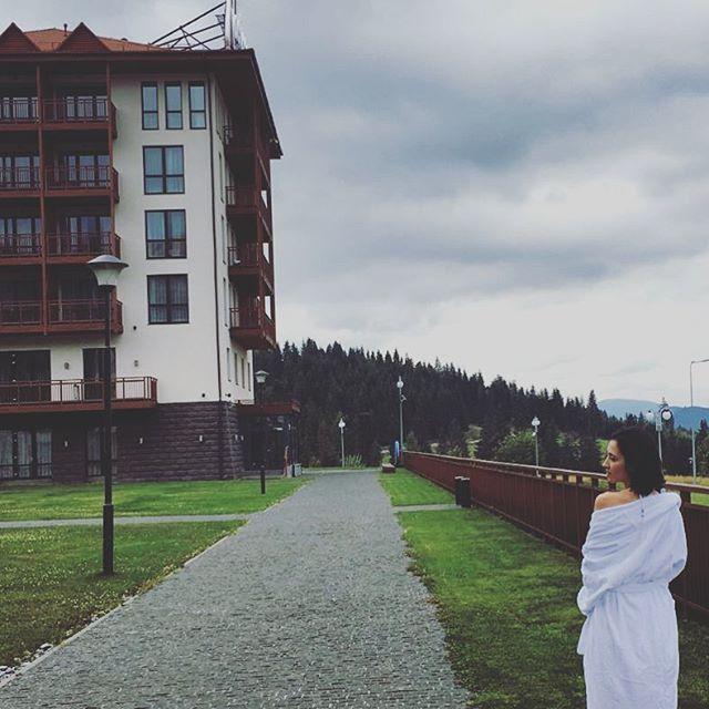 Анна Завальская отдыхает в живописных Карпатах