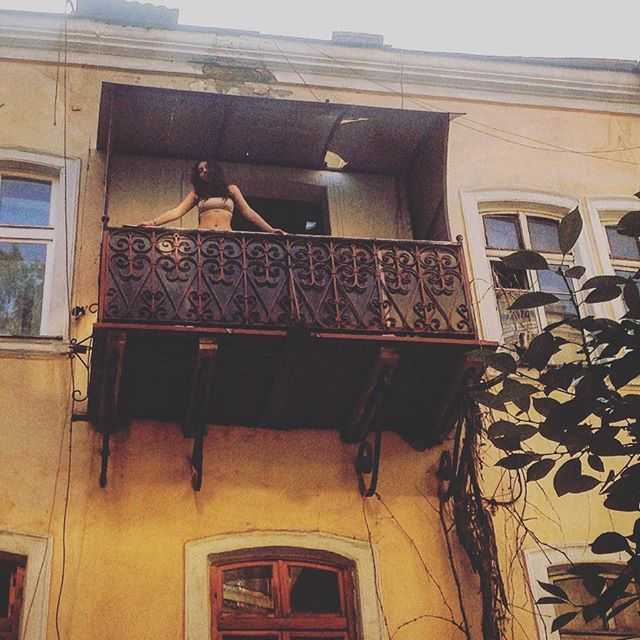 """Похудевшая звезда шоу """"Холостяк"""" Роза Аль-Намри продемонстрировала осиную талию"""