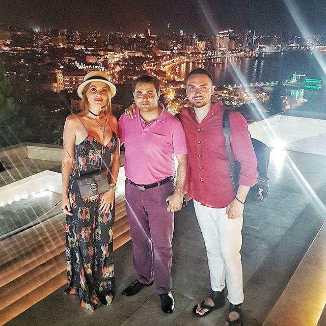 """Слава из """"Неангелов"""" улетела с мужем в Баку"""