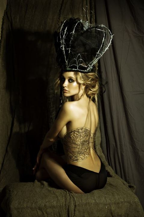 Ева Бушмина обнаженная топлесс фото