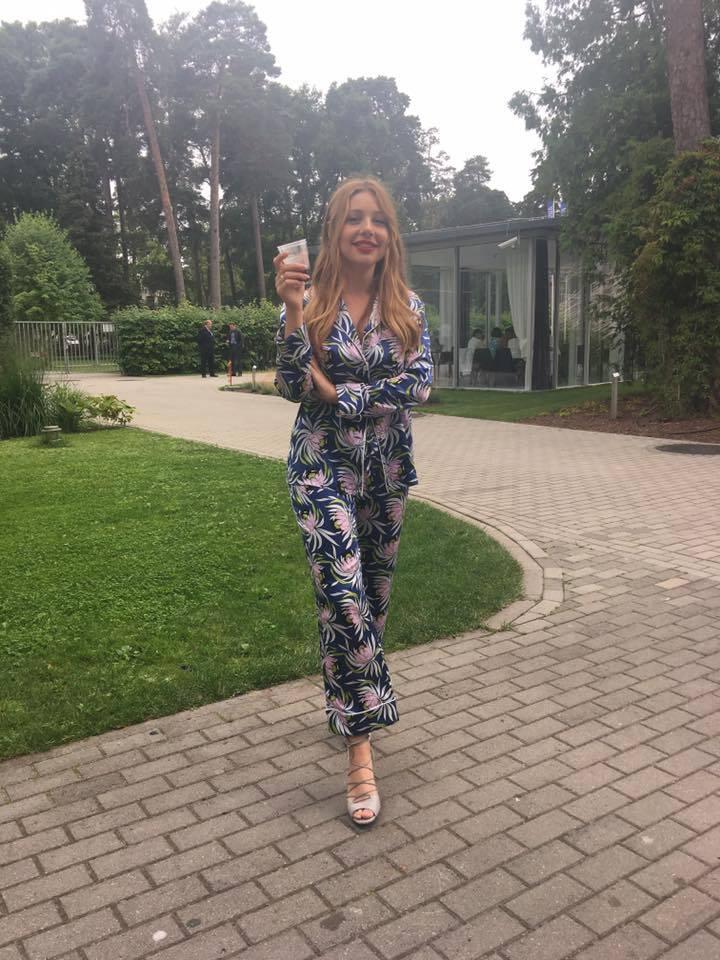 Тина Кароль покорила Юрмалу сексуальными нарядами