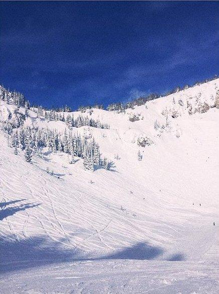 Зима пришла: Роузи Хантингтон-Уайтли и Джейсон Стэтхэм отдыхают в горах