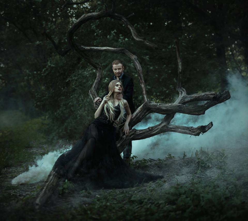 Сын Таисии Повалий снялся с супругой в мистической фотосессии