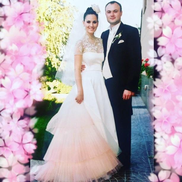 Маша Ефросинина засыпала сеть снимками с любимым мужем