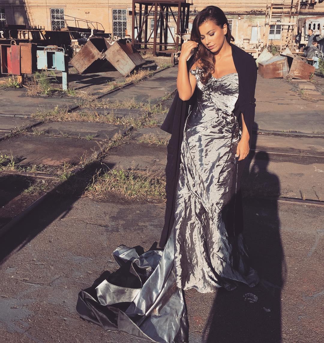 Поклонники раскритиковали наряд Ани Лорак для ее нового клипа