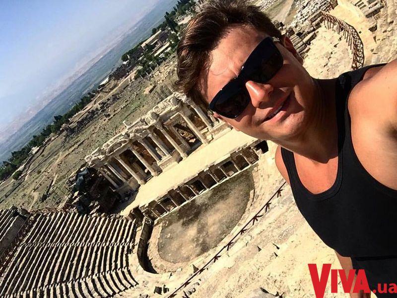 Звезда шоу Голос країни Влад Сытник отметил день рождения на побережье Анталии
