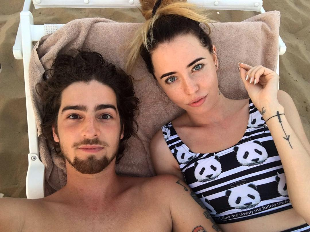 Надя Дорофеева соблазняет стройной фигурой на отдыхе с мужем