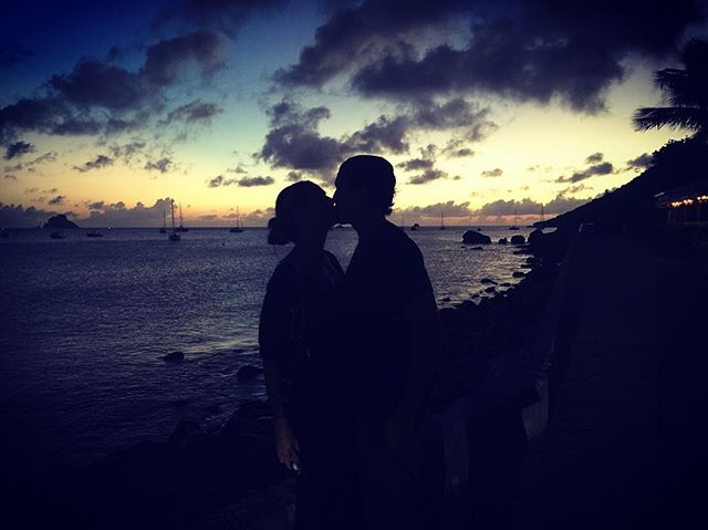 Поцелуй на закате: Хайди Клум позирует с возлюбленным Вито Шнабелем