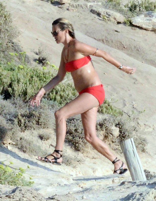 Кейт Мосс демонстрирует фигуру в бикини