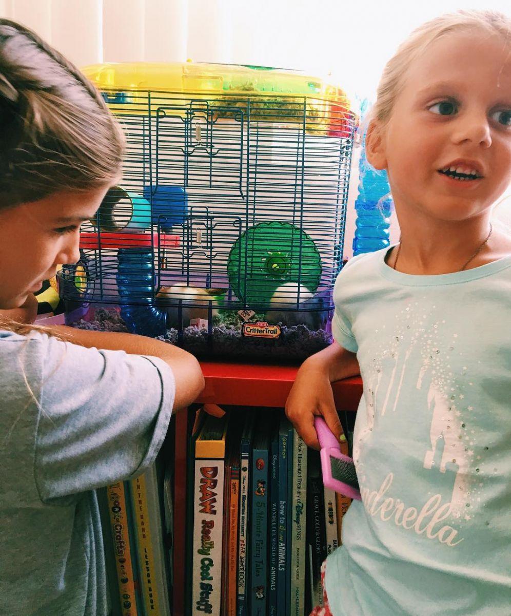 Анна Седокова показала своих подросших дочерей