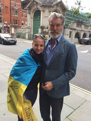 Пирс Броснан побывал в Украинской церкви в Лондоне