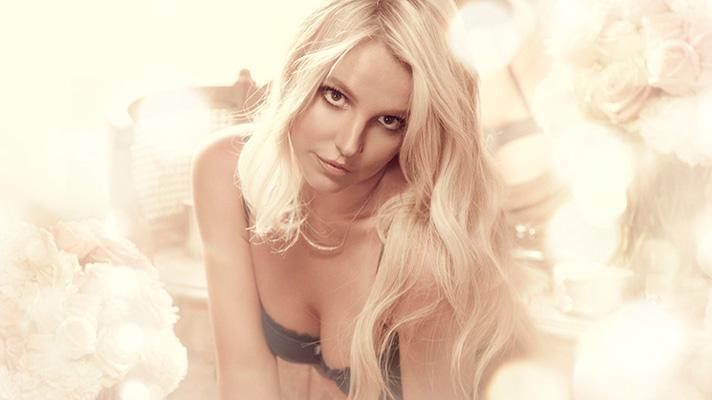 Бритни Спирс демонстрирует роскошную фигуру