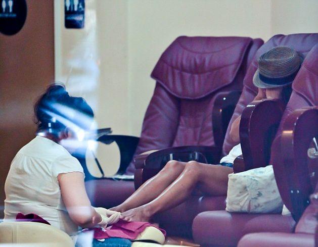 Холли Берри демонстрирует стройные ножки
