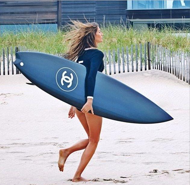 Жизель Бундхен показала фото со съемок рекламы аромата Chanel No.5