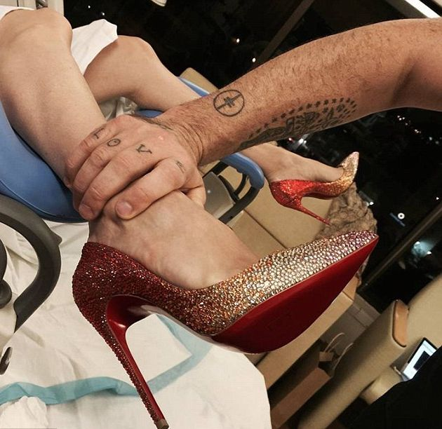Робби Уильямс стал папой во второй раз и снял роды жены на видео