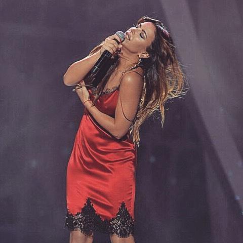 Песня ты вышла в красном платье