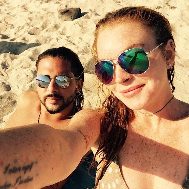 Веселье продолжается: Линдси Лохан опубликовала новые фото с отдыха в Греции
