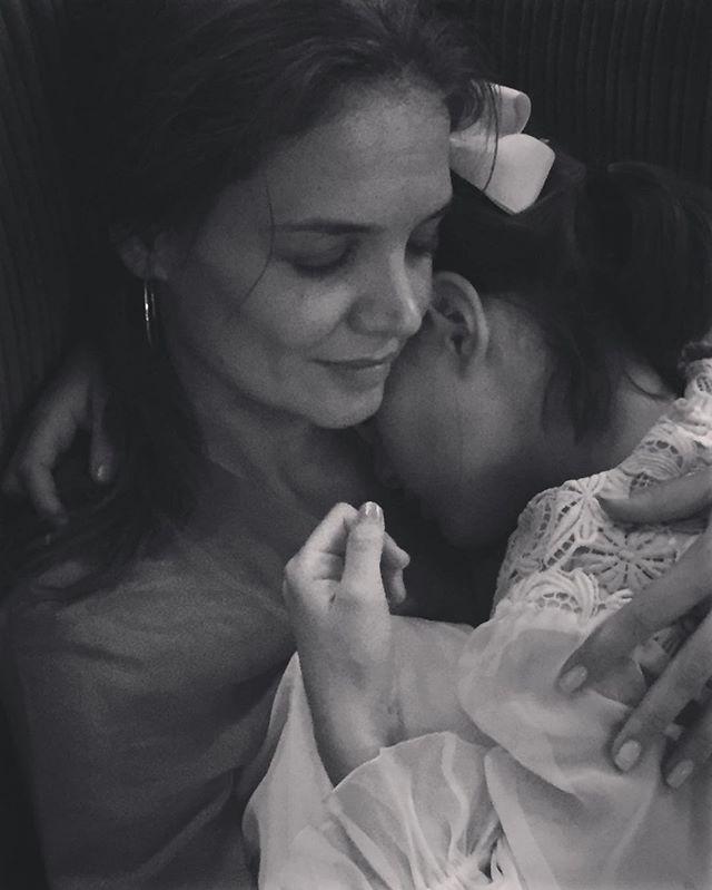 Кэти Холмс растрогала поклонников снимком с повзрослевшей дочерью Сури