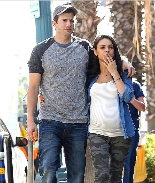 В ожидании пополнения: беременная Мила Кунис и Эштон Катчер на прогулке в Лос-Анджелесе