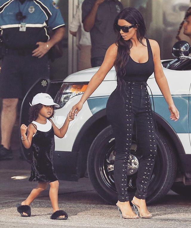 """Ким Кардашьян о суррогатном материнстве: """"У меня много страхов и вопросов"""""""